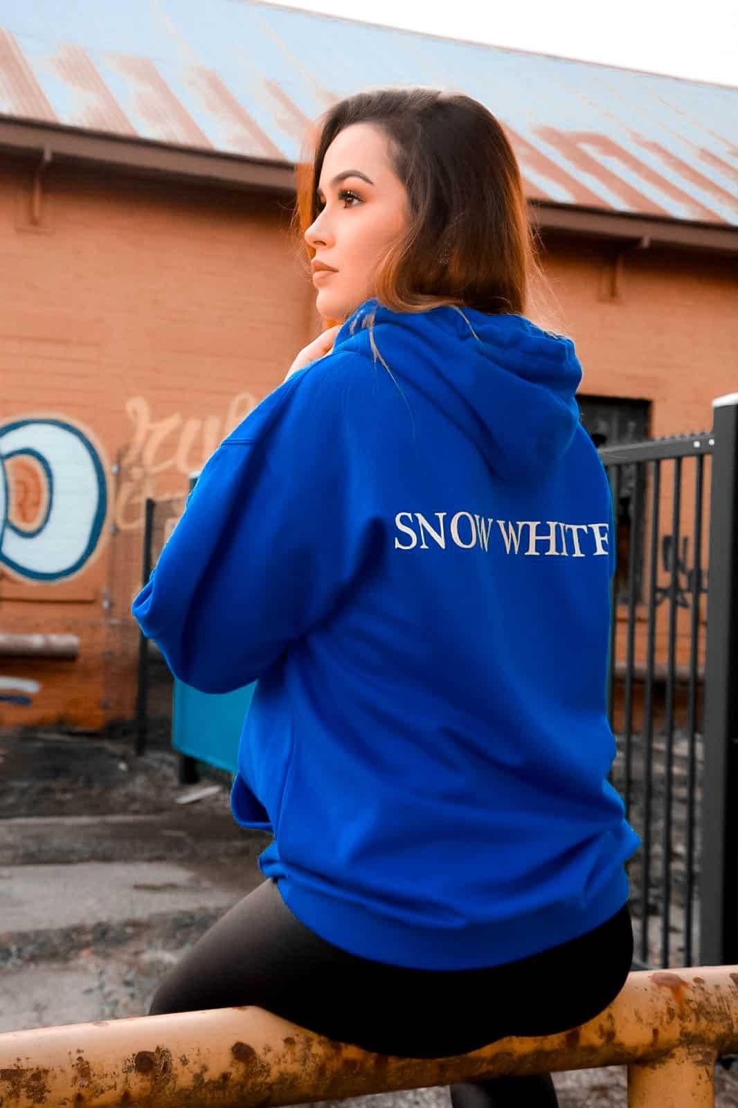 felpa azzurra donna con cappuccio urban style eco fashion